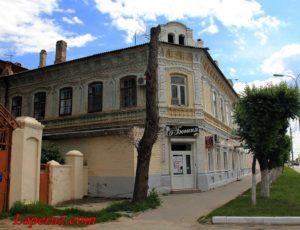 Дом А.И. Алтухова с магазинами — Камышин, улица Октябрьская, 40