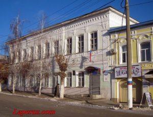 Дом К.Ф. Шведова (Управление образования Вольской районной администрации) — Вольск, улица Революционная, 46