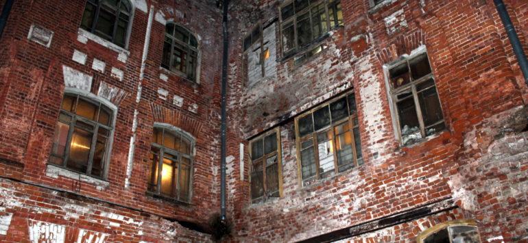 В Твери обрушилась часть дома на территории Морозовского городка