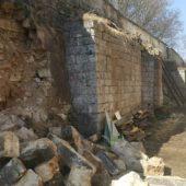 В Старице обрушилась опорная стена храма XVIII века