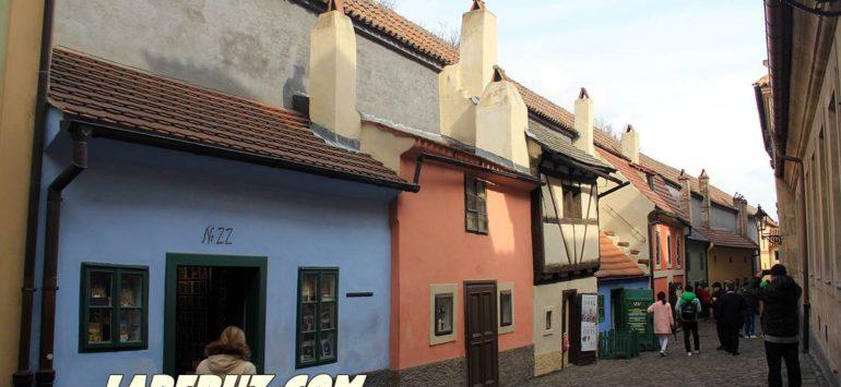 Злата улочка в Праге. Домики для гномиков