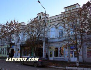 Дом Петрова — Энгельс, площадь Ленина, 28