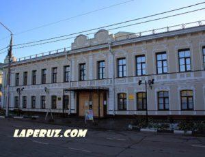 Главный усадебный дом Ухиных (Энгельсская картинная галерея) — Энгельс, площадь Ленина, 36