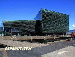 «Харпа»: стеклянный кубик у старой гавани Рейкьявика