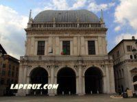 Палаццо делла Лоджия — Брешиа, Piazza della Loggia