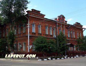 Женская гимназия (Администрация Петровского района) — Петровск, улица Панфилова, 55