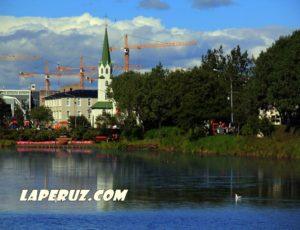 Рейкьявик: Тьёрнин, Ратуша и памятник бюрократу