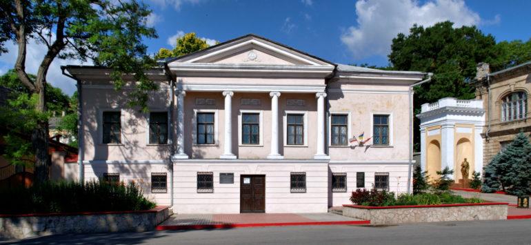 Керченская картинная галерея — Керчь, улица Театральная, 36