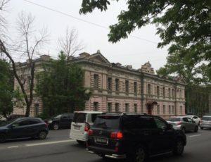 Офицерский флигель — Владивосток, улица Светланская, 74