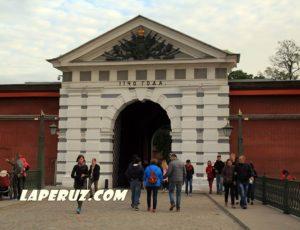Иоанновские ворота — Петропавловская крепость