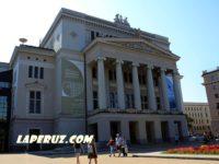 Прогулки по Риге: смешной караул и памятник балеруну