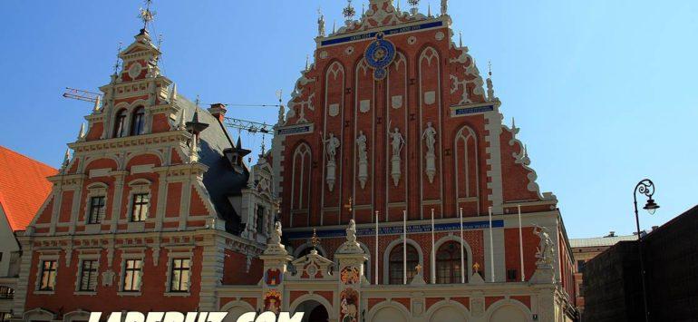 Дом Черноголовых (Канцелярия президента Латвии) — Рига, Rātslaukums 7