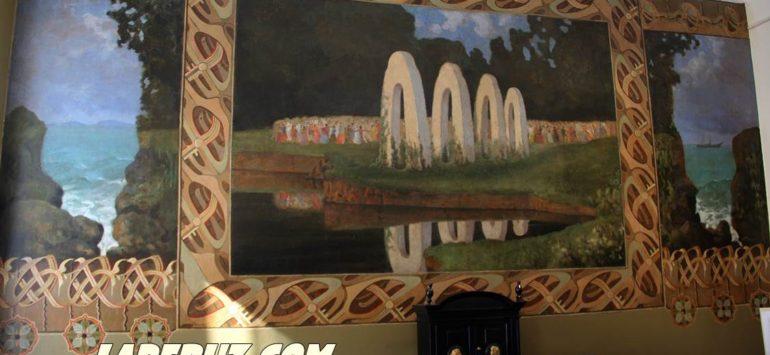 В Хвалынской картинной галерее отреставрировали настенные росписи