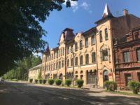 Дом купца Антипова (Реальное училище) — Остров, улица 25 Октября, 31