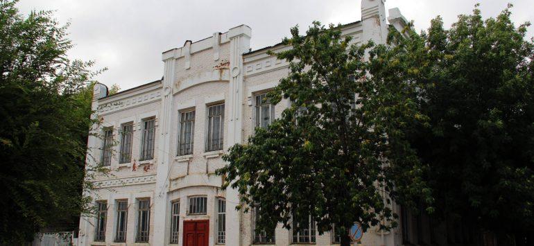 Мужская гимназия (ГБОУ СО «Школа-интернат г. Хвалынска») — Хвалынск, улица Советская, 130