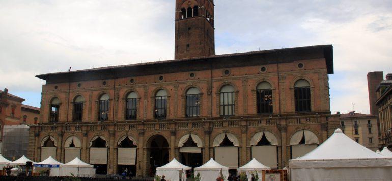 Палаццо Подеста (Palazzo del Podestà) — Болонья, Piazza Maggiore, 1