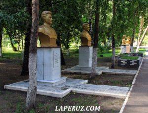 Аткарск. Партийные шишки в парке и улица краснокирпичных школ