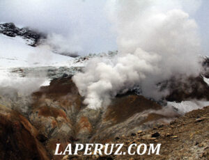 Вулкан Мутновский на Камчатке. Ходить лучше в противогазе