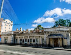 Дом генерал-губернатора (Аппарат главного федерального инспектора по Приморскому краю) — Владивосток, улица Светланская, 52