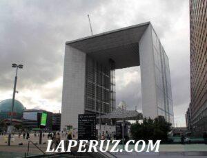 Триумфальная арка на новый манер. Район Дефанс в Париже